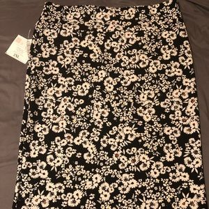NWT LuLaRoe Cassie skirt black and white flowers